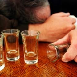 man who needs alcohol addiction treatment